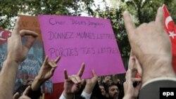 Fransanın Ankaradakı səfirliyi qarşısında etiraz. 10 oktyabr 2006