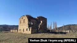 Мечеть Эски Сарай Джами в селе Пионерское в 14 километрах от Симферополя