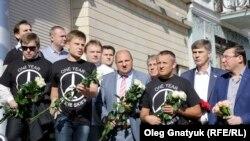 Роковини трагедії MH17. Жалобна церемонія біля посольства Нідерландів (фотогалерея)