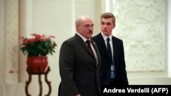Президент Беларуси Александр Лукашенко с сыном Николаем во время визита в Китай. Пекин, 25 апреля 2019 года.