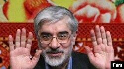 میرحسین موسوی رسما نامزدی خود را اعلام کرد و به گروه نامزدهای اصلاحطلب، خاتمی و کروبی، پیوست.