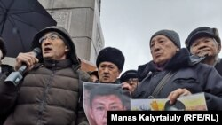 Алматыда Дулат Агадилди эскериш үчүн чогулгандар. 27-февраль, 2020-жыл.