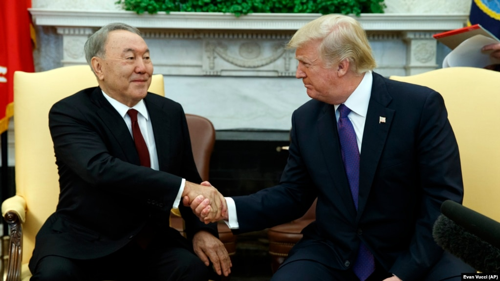 Нұрсұлтан Назарбаев (сол жақта) пен Дональд Трамп. Вашингтон, 16 қаңтар 2018 жыл.