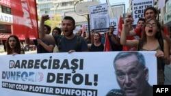 Erdoğanın ardınca onun küçələrdəki tərəfdarları da ABŞ-ı ittiham edirlər