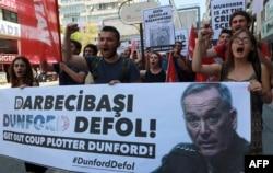 معترضان به دانفورد در ترکیه