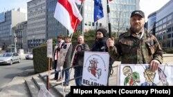 Беларускія актывісты падчас пікету ў Брусэлі