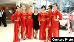 Nafisa Imranowa (merkezde) we modeller