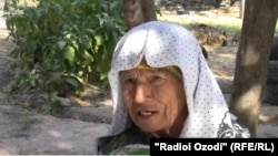 82-летняя жительница Кубодиёнского района Хатлонской области Сангин Мирзоева.