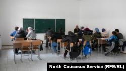 Школьники учатся в две смены в помещениях сельской админстрации и бурочной фабрики