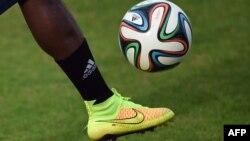 در کنار رقابتهای فوتبال، جنگی بین تولیدکنندگان لوازم ورزشی نیز در جریان است