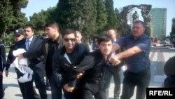 Полиция разогнала акцию протеста, более 10-ти молодых активистов задержаны