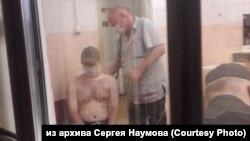 Осмотр избитого Евгения Дильмана в отделении полиции Комсомольска-на-Амуре