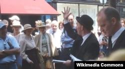 """Dublindəki """"Davy Byrne"""" pabı qarşısında Blüm günü qeyd edilir"""