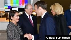 Президент Армении Армен Саркисян с супругой Нунэ Саркисян (слева) и президент ФранцииЭмманюэль Макрон с супругой Бриджит Макрон, Ереван, 11 октября 2018 г.