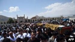 مراسم فاتحه خوانی و تشیع بقایای جسد حبیبالله کلکانی و ۱۶ تن از همراهانش در مسجد عیدگاه شهر کابل برگزار گردید.