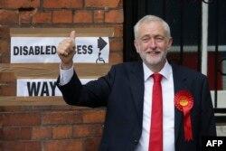 У лидера лейбористов Джереми Корбина есть причины для хорошего настроения