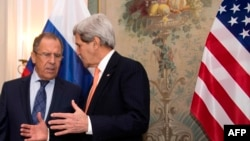 John Kerry (djathtas) dhe Sergey Lavrov (majtas)