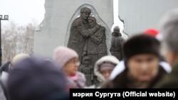 Памятник в Сургуте