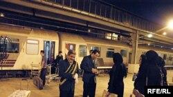 گروهی از بهاییان که ایران را ترک می کنند، عکس تزئینی است