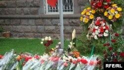 Цыеты перед посольством Польши в Ереване