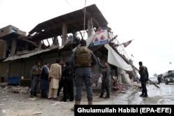 Последствия взрыва, устроенного талибами в Джелалабаде. 20 февраля 2018 года