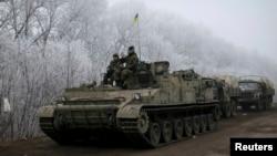 Українські війська біля Дебальцева заявляють, що обстріли не припинилися, 15 лютого 2015 року