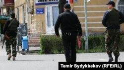 Сотрудники сил безопасности Кыргызстана.