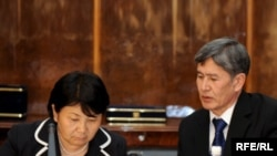 The head of Kyrgyzstan's interim government, Roza Otunbaeva (left), and her deputy, Almazbek Atambaev, confer in Bishkek.
