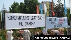 Picket at the walls of the Crimean government, Tatars protest