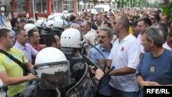 Radnici KAP-a prošle godine održali su niz protesta zbog lošeg stanja u preduzeću i nepoštivanja njihovih prava (Fotografije uz tekst Savo Prelević)