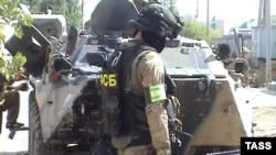 An FSB officer stands at the scene of a special operation in Kaspiisk on September 29.