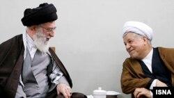 اکبر هاشمی رفسنجانی (راست) همراه با آیت الله علی خامنه ای