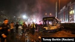 На месцы выбуху ў Анкары, 13 сакавіка 2016 году