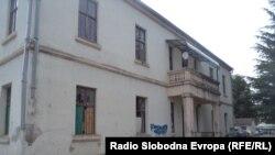Основното училиште Браќа Миладиновци во Струга.