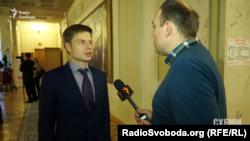 Народний депутат Олексій Гончаренко здивований: за що платити, якщо він нічого не пив і не їв під час перебування у залі офіційних делегацій