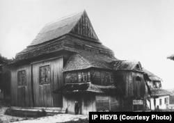 Дерев'яна синагога у селищі Смотрич на Хмельниччині. Знищена під час Другої світової війни. Фото Павла Жолтовського 1930 року. (ІР НБУВ. Фото надане Є. Котляром)