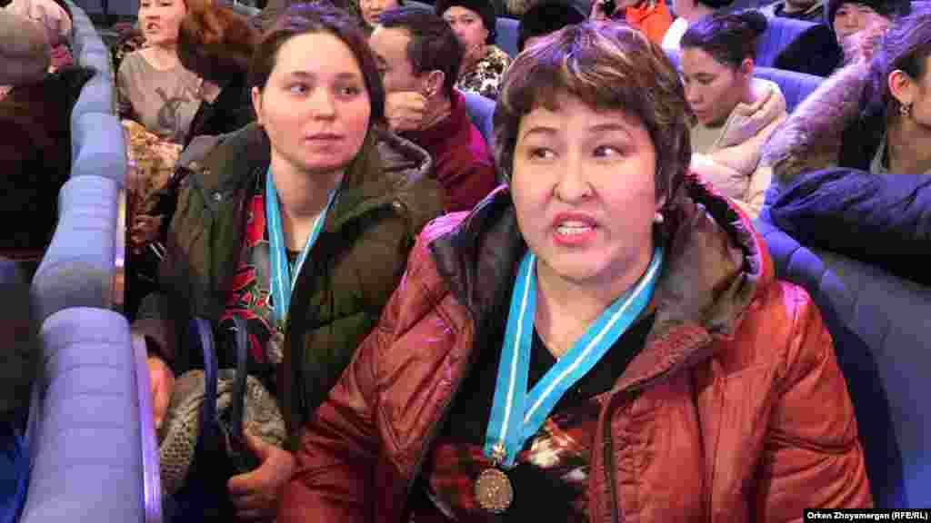 Шағымданып тұрған ана. Астана, 15 ақпан 2019 жыл