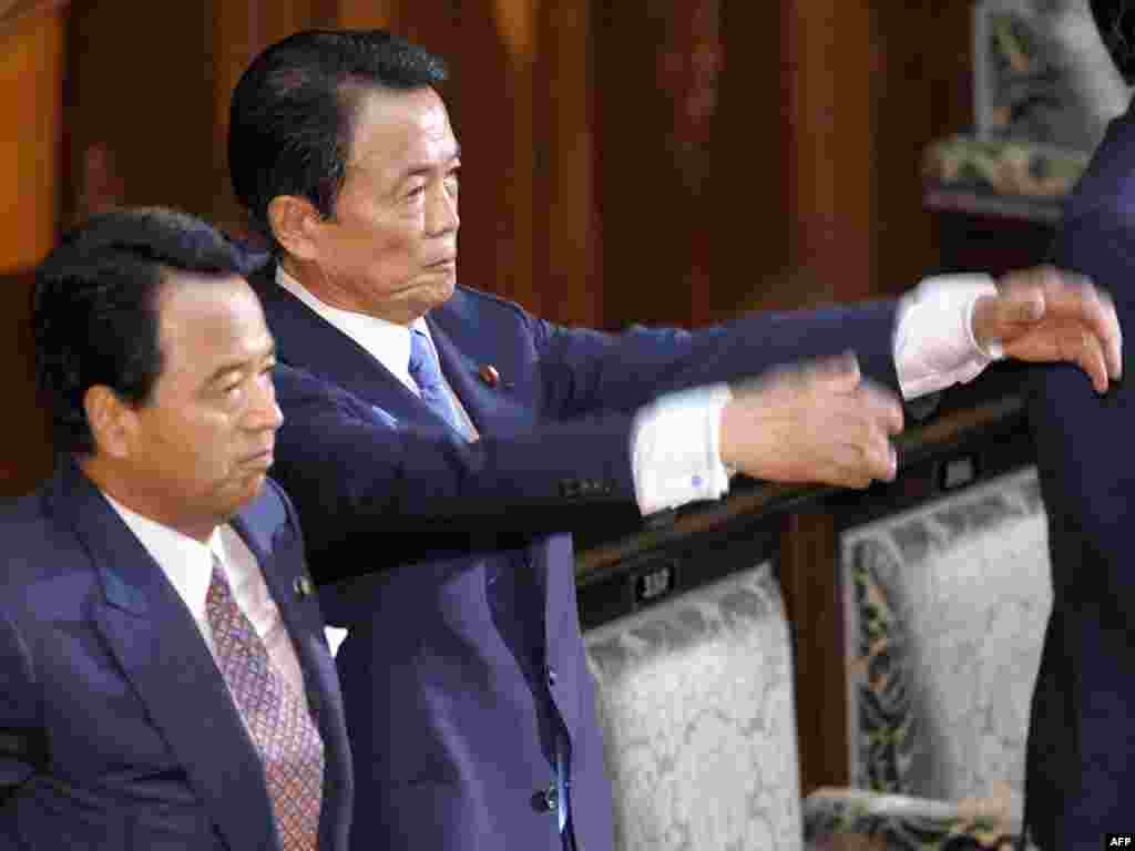 Премьер-министр Японии Таро Асо объявил о роспуске нижней палаты парламента