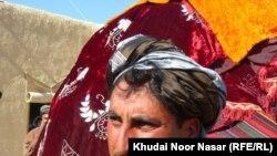 ظاهر پښتون له خپل هیواد لرې په افغان پنډغالي کې د خپل واده په ورځ.