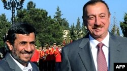 Azerbaijan -- President Ilham Aliyev (R) and his Iranian counterpart Mahmud Ahmadinejad during an official welcome ceremony in Baku, 17Nov2010