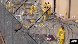 معتقلون في سجن كروبر الأميركي غرب بغداد