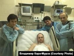 Владимир Кара-Мурза в больнице после отравления 2015 года