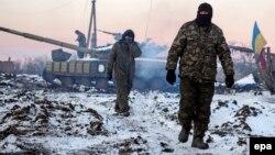 Українські військовослужбовці біля селя Піски. 31 грудня 2014 року