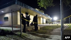 Сотрудники полиции на месте перестрелки в Новом Орлеане. 22 ноября 2015 года.