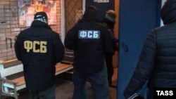 A 26-second video the FSB published on November 20 showed the arrest taking place inside the suspect's home in the town of Aksay. (illustrative photo)