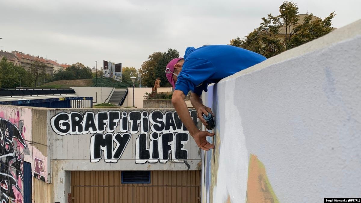 Муралы или граффити – как в Праге борются со стихийными уличными рисунками