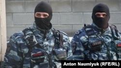 Сотрудники российской полиции в Крыму