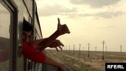 Таджикские мигранты едут в Россию