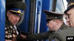 Ветераны прибывают в Москву на празднование Дня Победы, 7 мая 2010