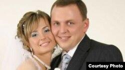 Алексей Прокопенко с женой (свадебная фотография).